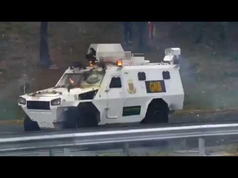 Manifestantes Hicieron Retroceder A Los Antimotines De La Gnb En La Francisco Fajardo