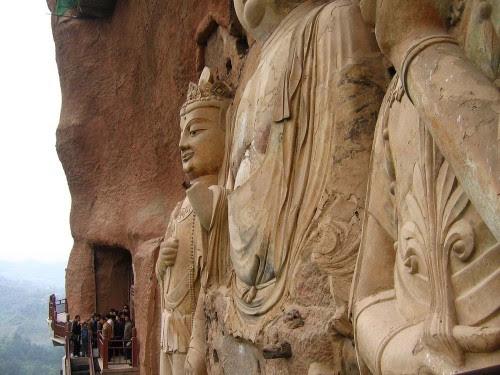 La estatua más alta alcanza los 16 metros