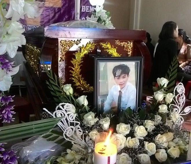 Hình ảnh Đưa thi thể nam thanh niên bị 2 cô gái đâm chết ở Sài Gòn về quê số 1