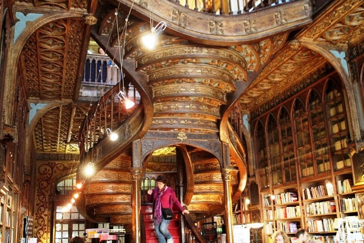 livaria lello book store porto portugal