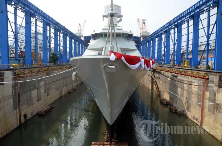 ekspor-perdana-kapal-perang-buatan-indonesia_20160118_210213.jpg