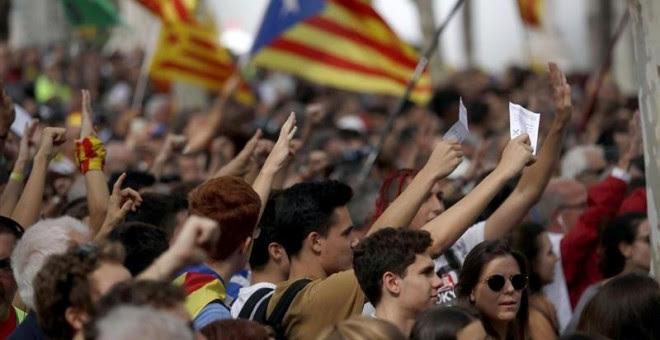 Cientos de personas se concentran ya frente al Palacio de Justicia de Barcelona, sede del Tribunal Superior de Justicia de Catalunya (TSJCat). EFE/Marta Pérez