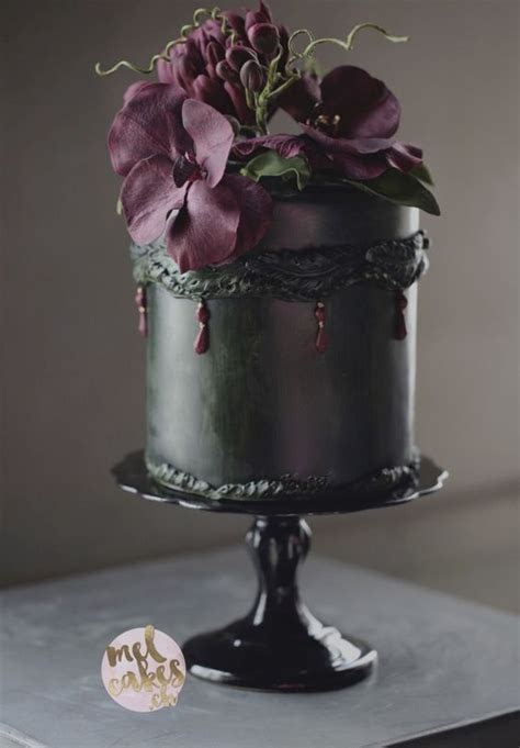 Dreamy Look Rocking Black Wedding Cake Décor Ideas