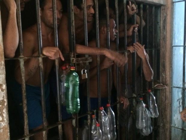 Superlotação da penitenciária aglomera presos no pavilhão (Foto: Divulgação/OAB RN)