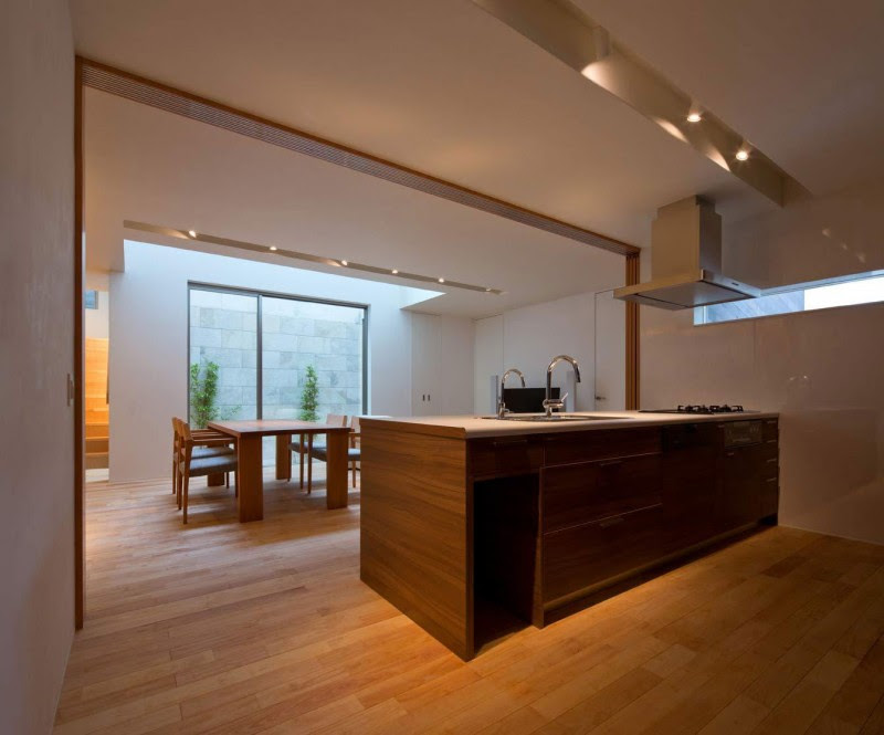 Minimalist Japanese Residence Blends Privacy With An Airy ...