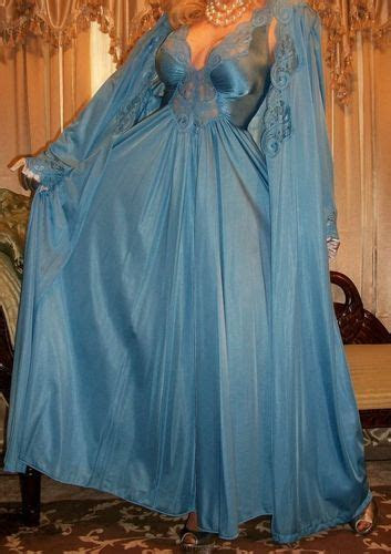 vtg olga blue  sweep nightgown robe peignoir set large