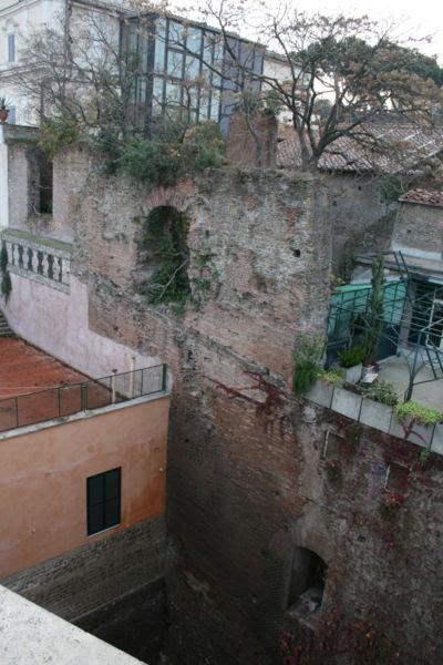 File:Tempio di Serapide Gregoriana 6.jpg