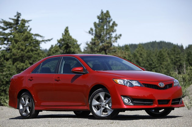 2012 Toyota Camry SE front three-quarter view