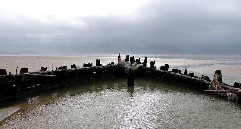 P1070039 - Shipwreck, Cefn Sidan