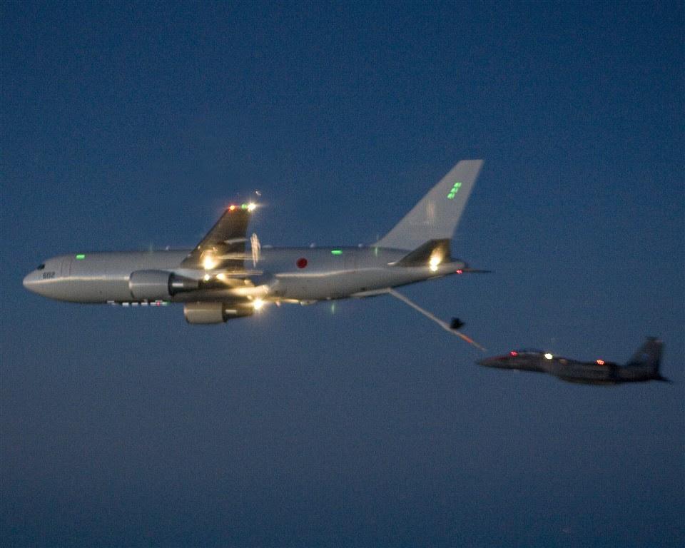 A KC-767 di eseguire le operazioni di rifornimento in volo. (Credit: Defense Industry Daily)