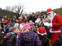 Der Nikolaus spricht zu den Kindern