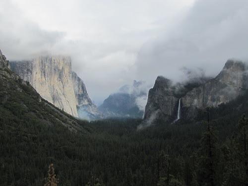 IMG_4179_Bridalveil_Falls_at_Tunnel_View_Yosemite_NP