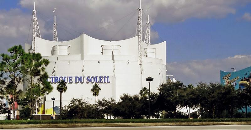 Chegando no estacionamento, próximo ao Cirque du Soleil