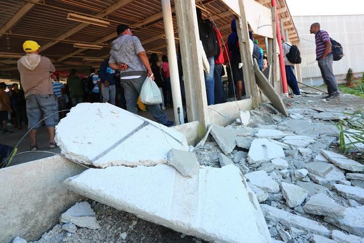 Passageiros depredam estação por causa da greve de trens em SP