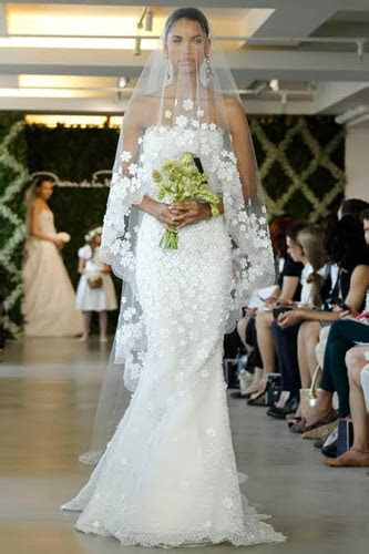 10 Seriously Stunning Wedding Gowns   PreOwned Wedding Dresses