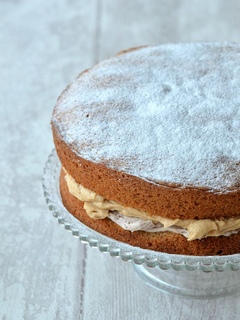 Cinnamon Cake with Mascarpone & Caramel filling
