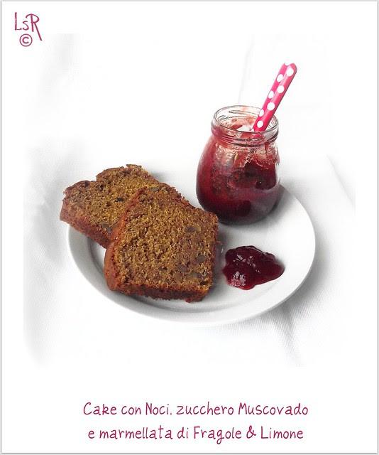 cake con noci, zucchero di canna e marmellata di fragole e limone