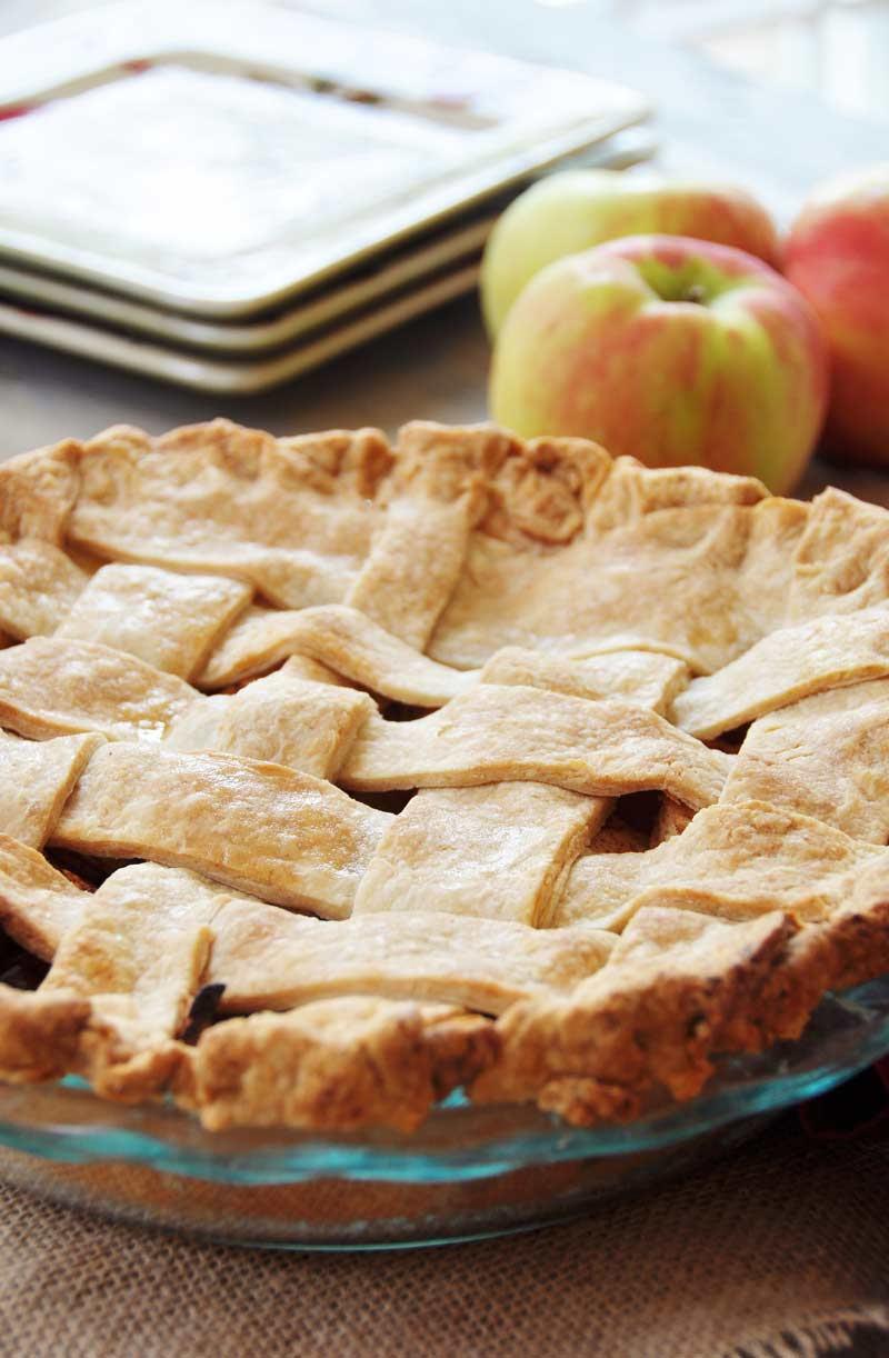 Homemade Apple Cinnamon Pie (With a Flaky Vegan Pie Crust ...