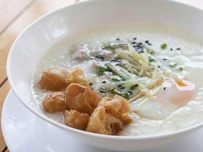 O mingau de aveia também pode ser salgado, acompanhado de legumes e ovos Foto: Getty Images