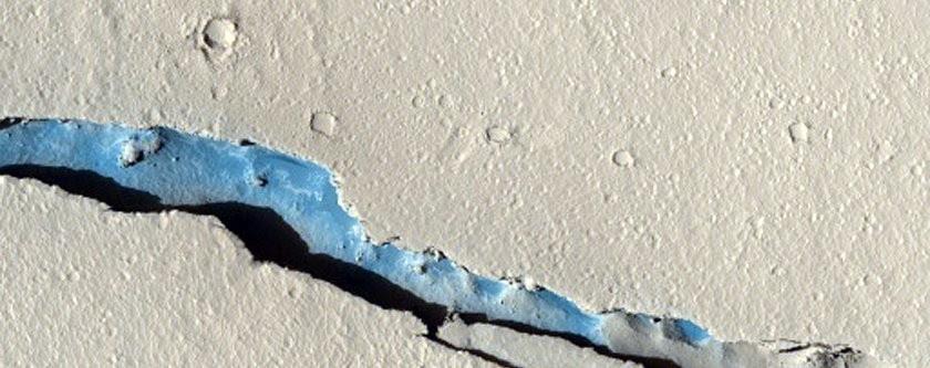 Um grande abismo em Marte (Foto: NASA/JPL/University of Arizona)