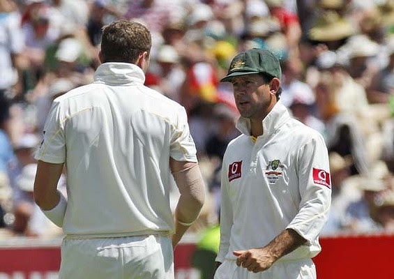 Doug Bollinger talks with Ricky Ponting. <em>Photo: AP</em>