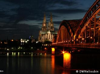 تصویری از شهر کلن آلمان در شب