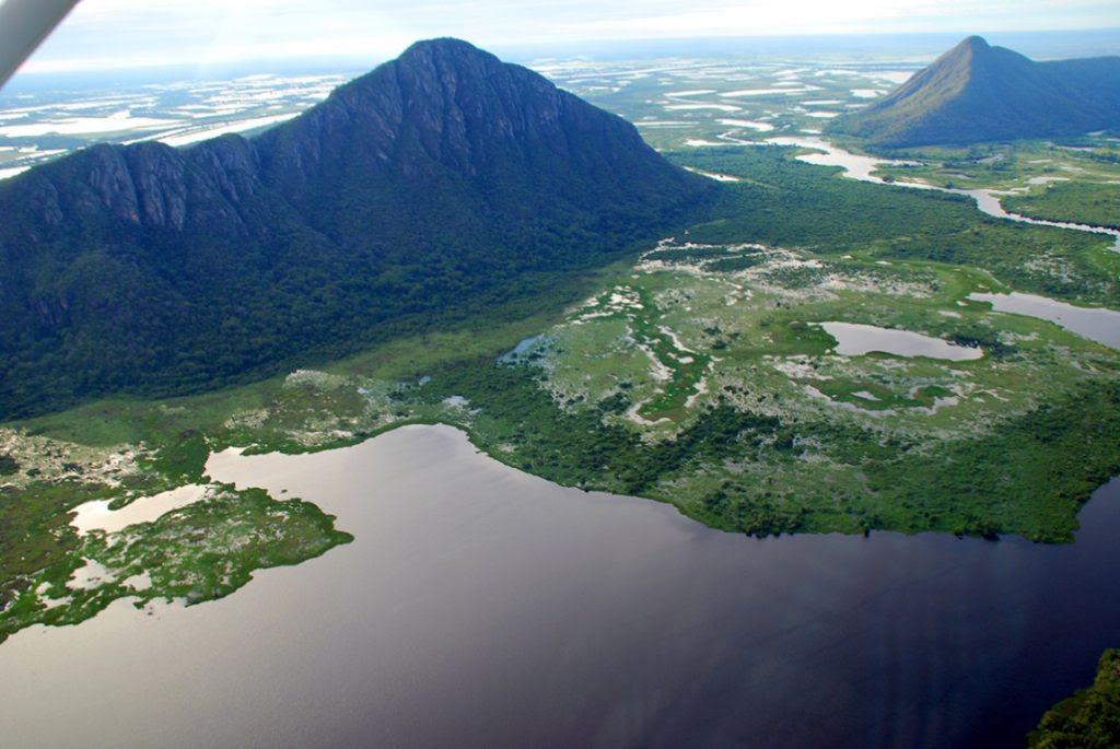 A Serra do Amolar, barreira natural do pulso de inundações da planície pantaneira, é uma das áreas menos antropizadas da Reserva da Biosfera do Pantanal. Foto: Fabio Pellegrini.