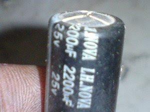 capasitor-2200uf50-volt-melendung-pada-bagian-atasnya-300x225