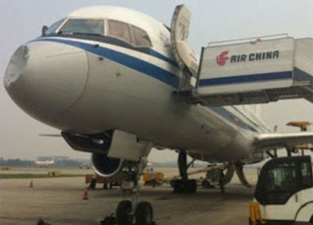 máy bay, Trung Quốc, va chạm, bí ẩn