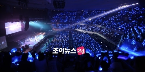 """""""..until the Sapphire Blue Pearl balloons cover the entire planet.."""" - Super Junior Leader Eeteuk"""