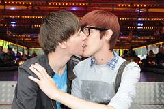 men kissing_7965 web