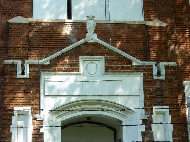P1060140-2012-03-25-English-Avenue-Historic-Westside-Phoenix-Flies-Atlanta-Preservation-Center--English-Avenue-School-owl