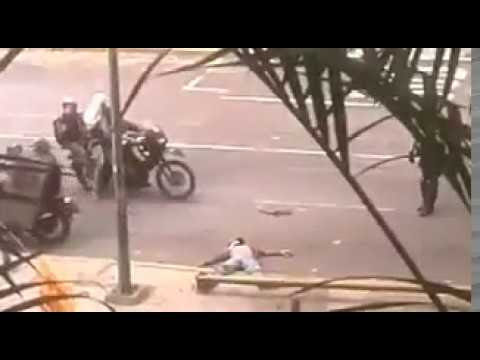 Así Detiene La PNB Y La GNB A Manifestante Que Convulsionaba En El Suelo