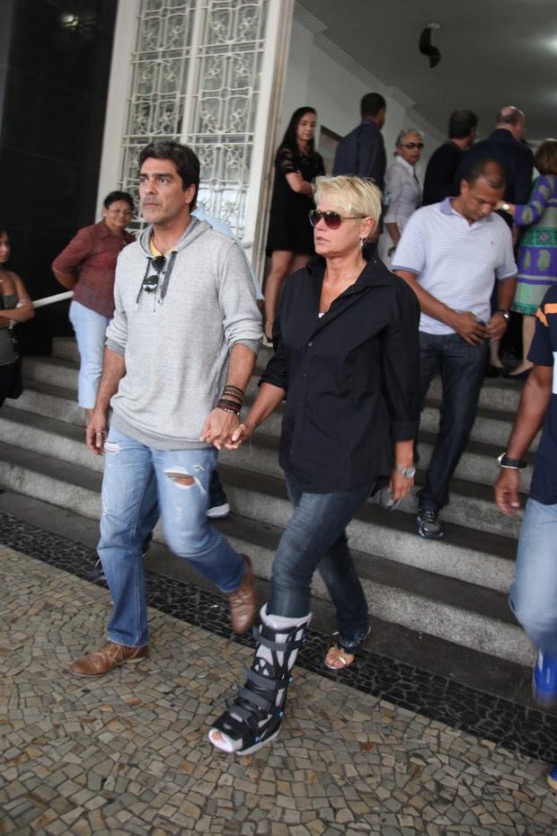 Xuxa no velório do produtor musical João Araújo, pai de Cazuza (Foto: Claudio Andrade / FotoRioNews)