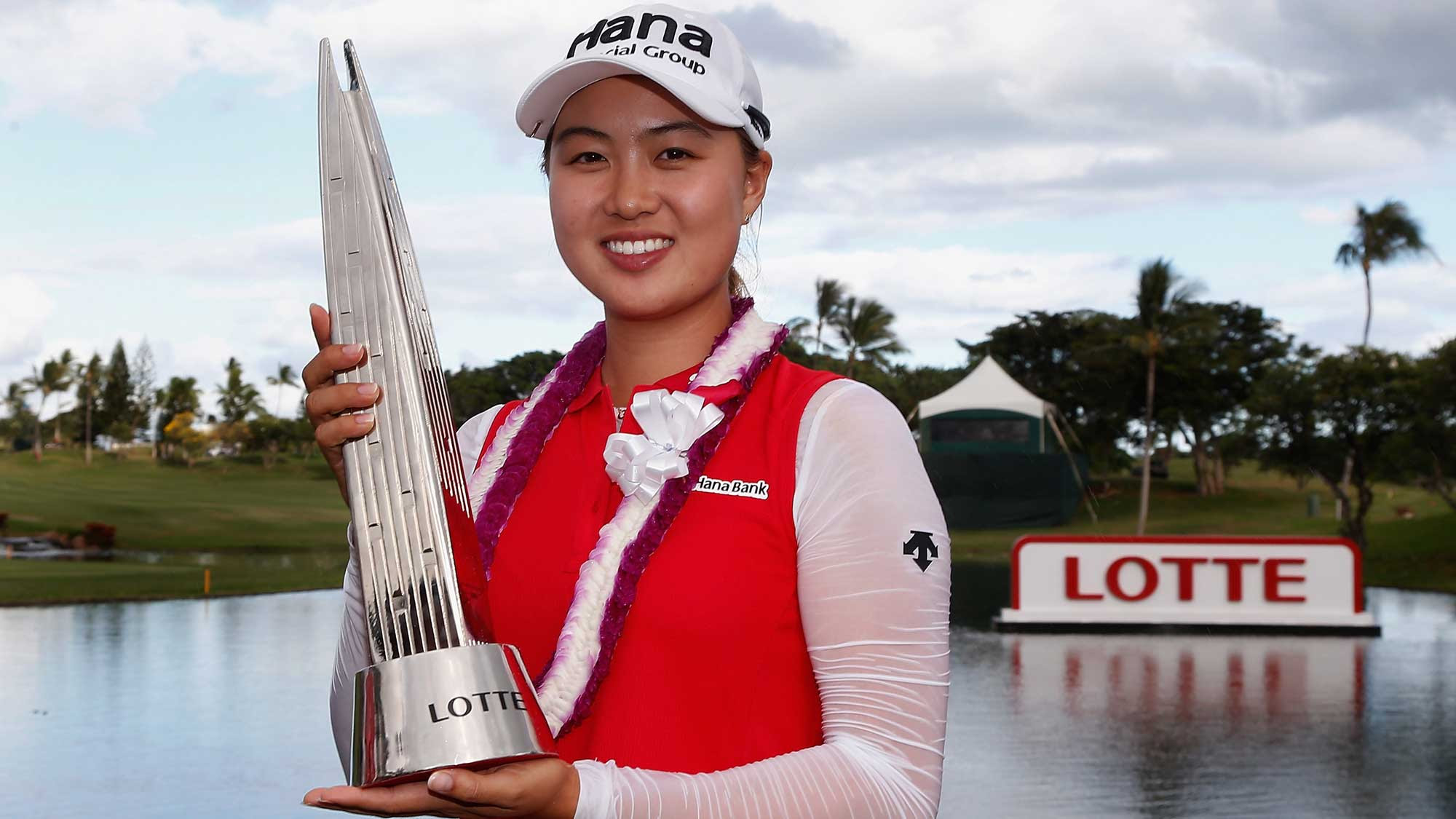 Minjee Lee with LOTTE trophy