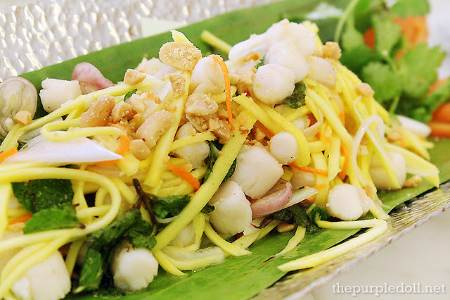 Green Mango Salad with Scallops and Sesame Crackers