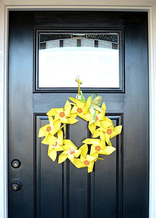 colorful spring time wreath, yellow and green daffodil