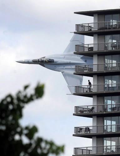 Rasante F-18 Hornet