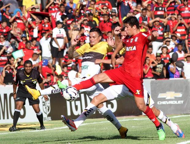 Caceres Flamengo x Criciúma (Foto: Fernando Ribeiro / Futurapress)