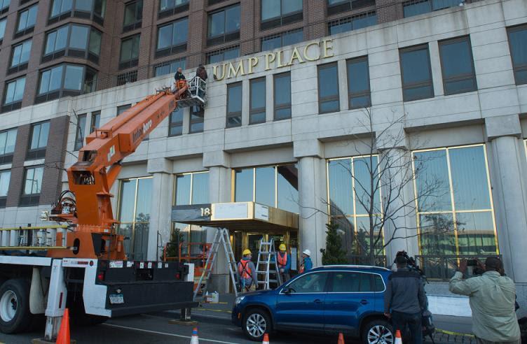 Retiran el nombre Trump de tres edificios en Manhattan