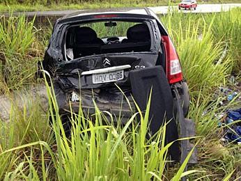 Outro acidente no local onde ônibus da banda Raça Negra tombou, na BR-101 (Foto: Kety Marinho / TV Globo)