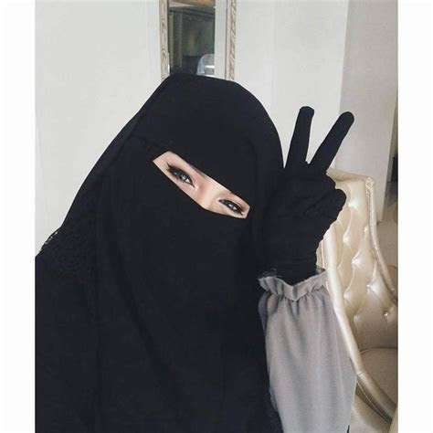 dua perempuan  gugat larangan niqab kalah
