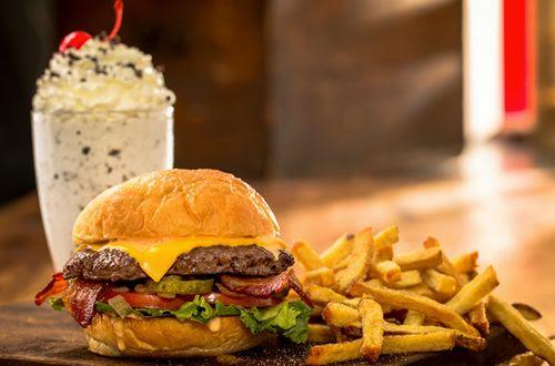 Burgers & Shakes e o X-TUDO de Ottawa