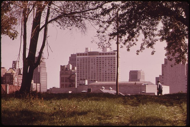 File:MULKY SQUARE IS A NEIGHBORHOOD IN THE WEST SIDE OF KANSAS CITY, AN AREA OF LOW-INCOME DWELLINGS. I-635 WILL CUT RIGHT... - NARA - 553469.jpg