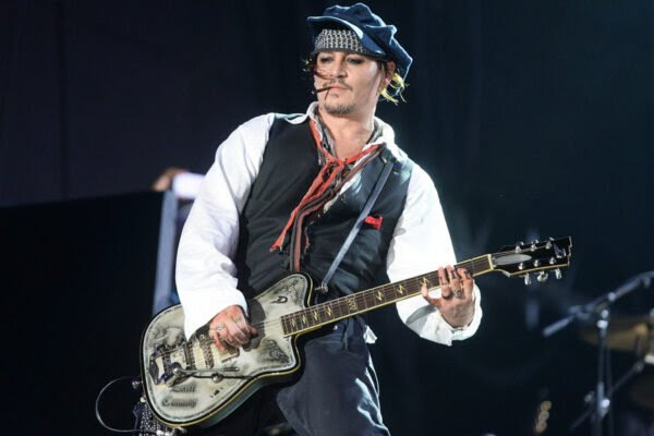 RIO DE JANEIRO, BRAZIL - SEPTEMBER 24: Johnny Depp performs with The Hollywood Vampires during Rock in Rio on September 24, 2015 in Rio de Janeiro, Brazil. (Photo by Dave J Hogan/Getty Images)
