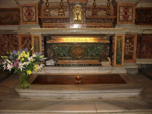 Sepulcro de la Santa. Iglesia de San Agustín en Roma, Italia.