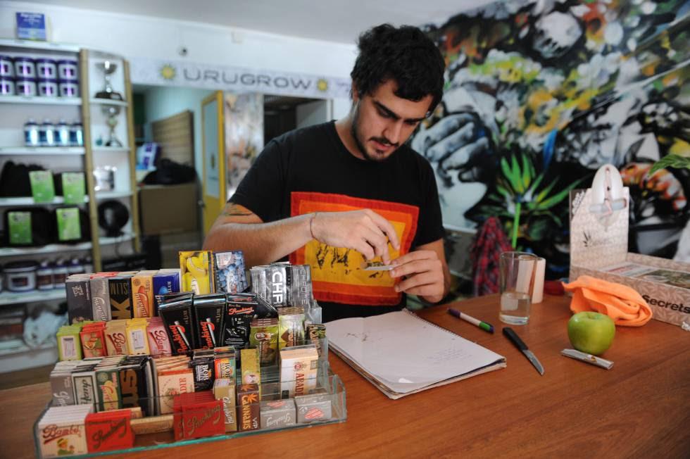 Tienda de venta de productos relacionados con el consumo de marihuana en Montevideo, Uruguay.
