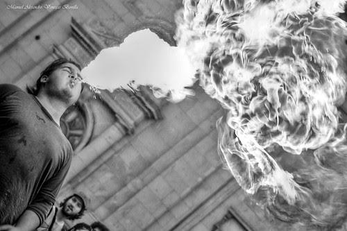 Santiago de Chile, Lanza fuego by Alejandro Bonilla