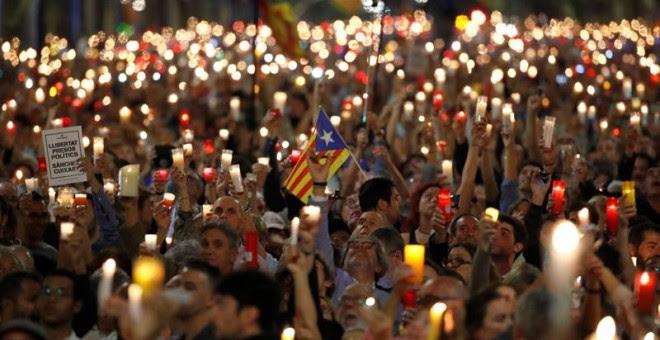 Imatge de la manifestació d'aquest dimarts a Barcelona per la llibertat de Jordi Sànchez i Jordi Cuixart