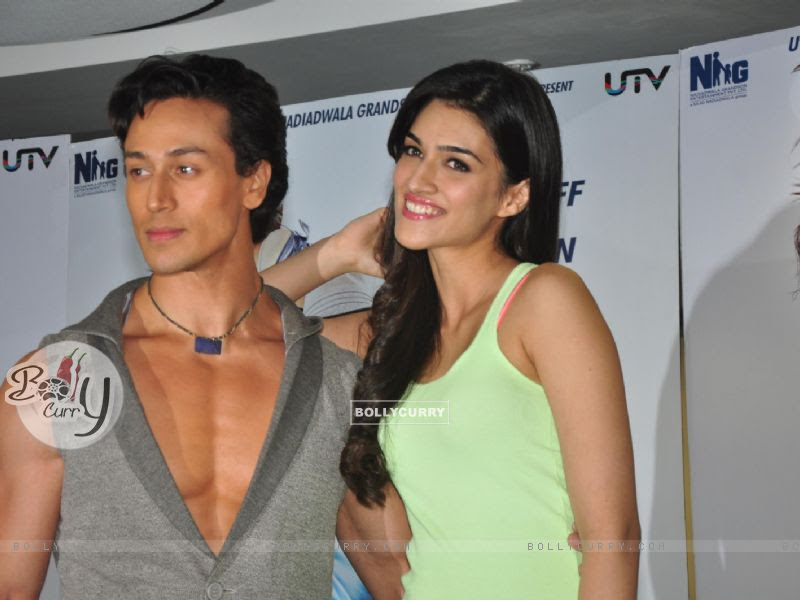 Wallpaper Tiger Shroff And Kriti Sanon At The Promotion Of Heropanti On World Dance Day 318094 Size 800x600